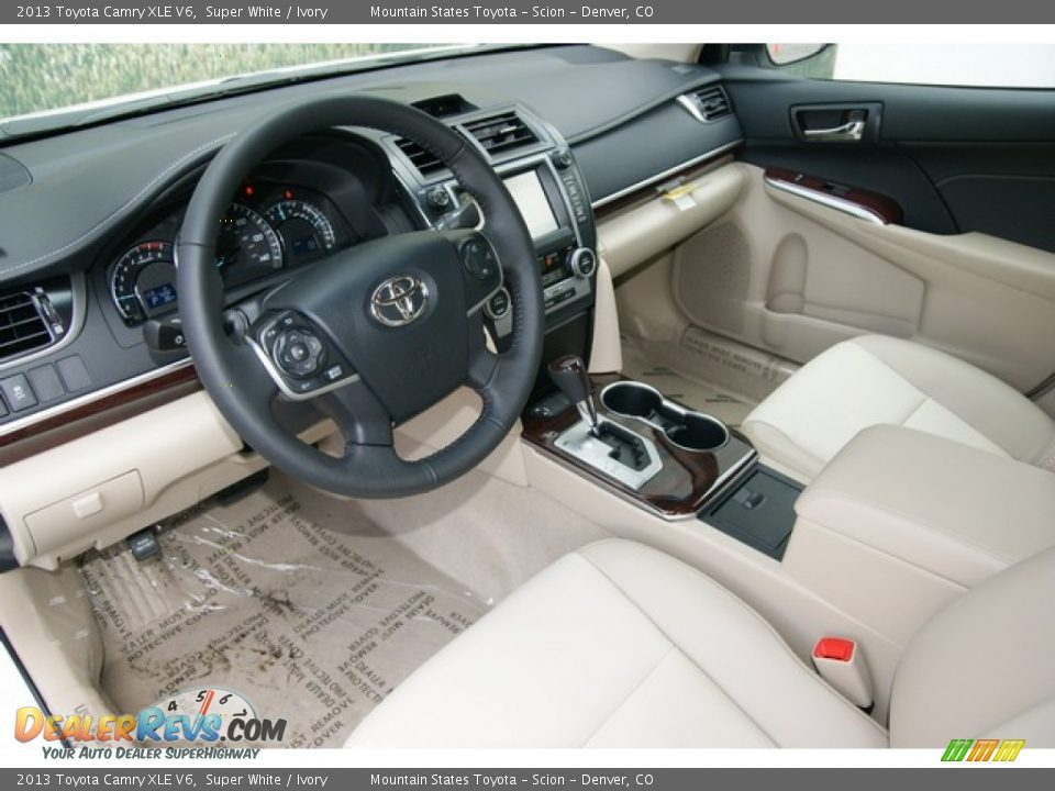 ivory interior 2013 toyota camry xle v6 photo 5. Black Bedroom Furniture Sets. Home Design Ideas