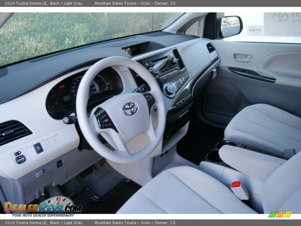 light gray interior 2014 toyota sienna le photo 5. Black Bedroom Furniture Sets. Home Design Ideas
