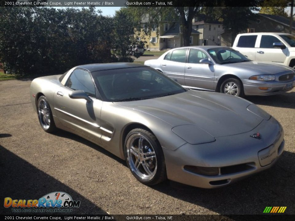 Front 3/4 View of 2001 Chevrolet Corvette Coupe Photo #7