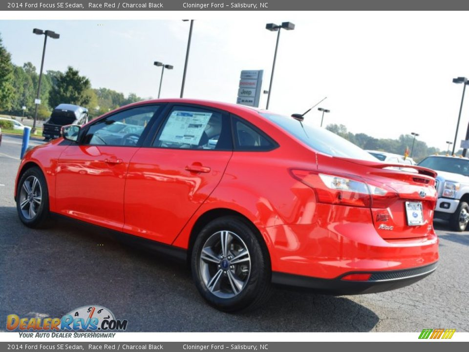 2014 ford focus se sedan race red charcoal black photo