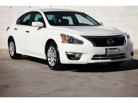 Pearl White Nissan Altima 2.5 S.  Click to enlarge.
