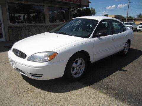 Vibrant White Ford Taurus SE.  Click to enlarge.