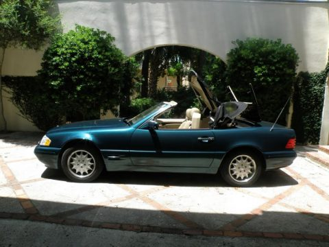 Brilliant Emerald Green Metallic Mercedes-Benz SL 320 Roadster.  Click to enlarge.
