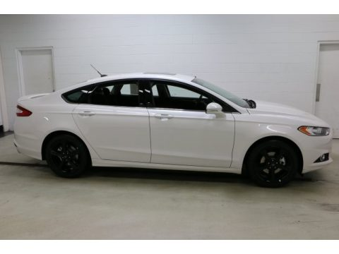 White Platinum Tri-Coat Metallic Ford Fusion SE.  Click to enlarge.