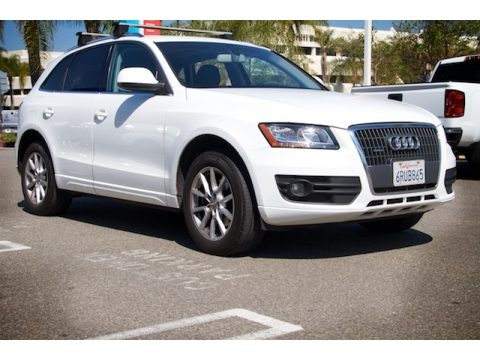 Ibis White Audi Q5 2.0T quattro.  Click to enlarge.