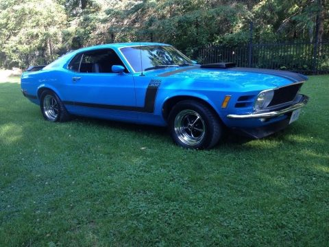 Grabber Blue Ford Mustang BOSS 302.  Click to enlarge.