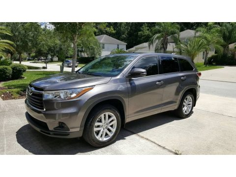 Predawn Gray Mica Toyota Highlander LE.  Click to enlarge.