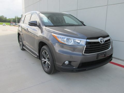 Predawn Gray Mica Toyota Highlander XLE.  Click to enlarge.