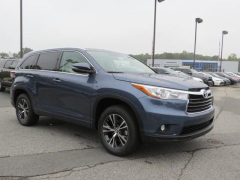 Shoreline Blue Pearl Toyota Highlander XLE.  Click to enlarge.