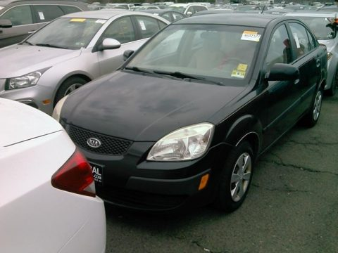Black Kia Rio LX Sedan.  Click to enlarge.