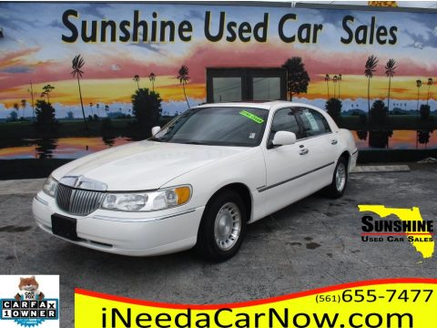 Vibrant White Lincoln Town Car Executive.  Click to enlarge.