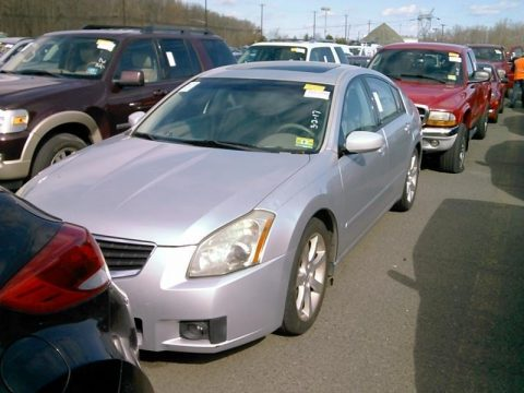 Radiant Silver Metallic Nissan Maxima 3.5 SE.  Click to enlarge.
