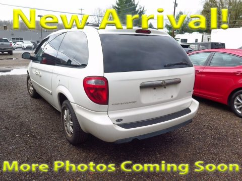 Stone White Chrysler Town & Country Touring.  Click to enlarge.