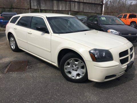 Cool Vanilla White Dodge Magnum SE.  Click to enlarge.