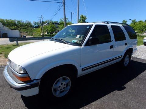 Summit White Chevrolet Blazer LS 4x4.  Click to enlarge.