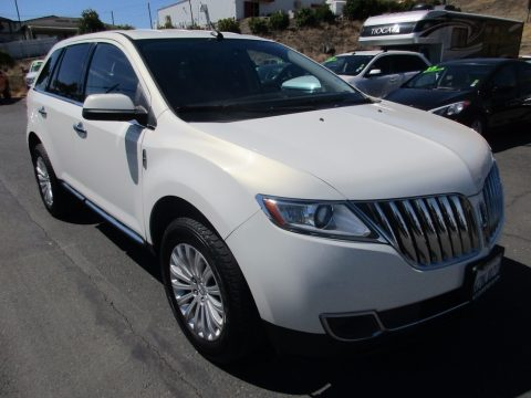 White Platinum Tri-Coat Lincoln MKX FWD.  Click to enlarge.