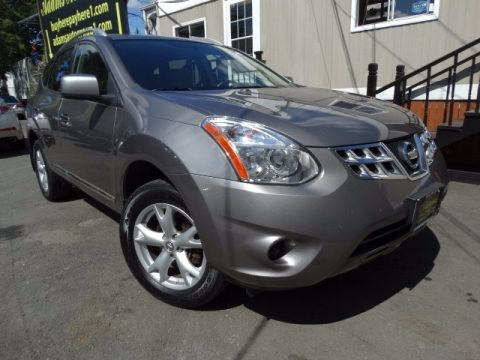 Frosted Steel Metallic Nissan Rogue SV AWD.  Click to enlarge.