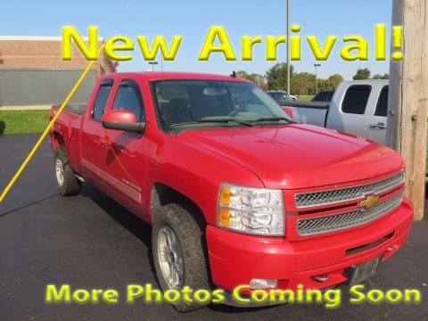 Victory Red Chevrolet Silverado 1500 LT Extended Cab 4x4.  Click to enlarge.