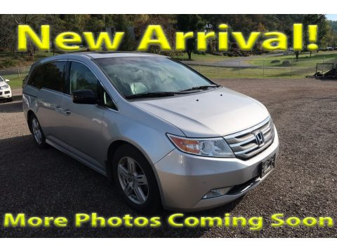 Alabaster Silver Metallic Honda Odyssey Touring.  Click to enlarge.