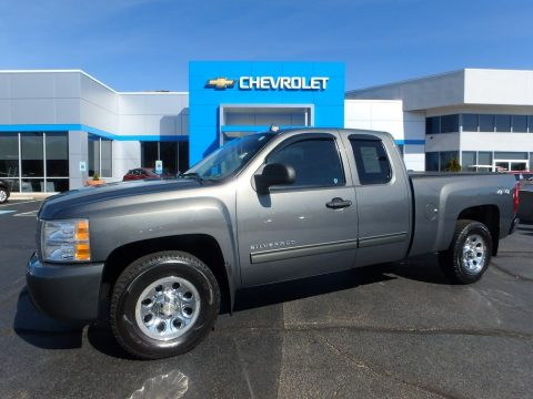 Steel Green Metallic Chevrolet Silverado 1500 LS Extended Cab 4x4.  Click to enlarge.