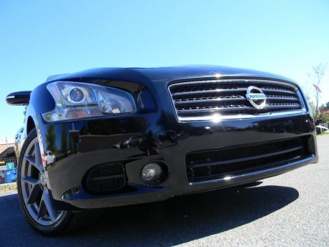 Super Black Nissan Maxima 3.5 SV Premium.  Click to enlarge.