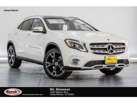 Cirrus White Mercedes-Benz GLA 250 4Matic.  Click to enlarge.