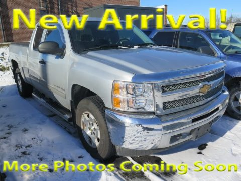 Silver Ice Metallic Chevrolet Silverado 1500 LT Extended Cab 4x4.  Click to enlarge.
