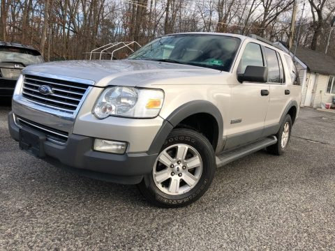 Silver Birch Metallic Ford Explorer XLT 4x4.  Click to enlarge.