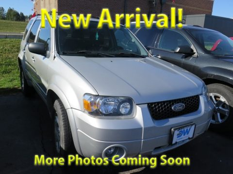 Silver Metallic Ford Escape Limited 4WD.  Click to enlarge.