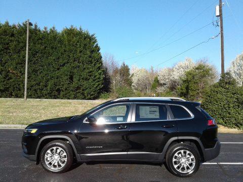 Diamond Black Crystal Pearl Jeep Cherokee Latitude Plus.  Click to enlarge.