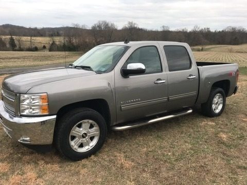 Graystone Metallic Chevrolet Silverado 1500 LT Crew Cab 4x4.  Click to enlarge.