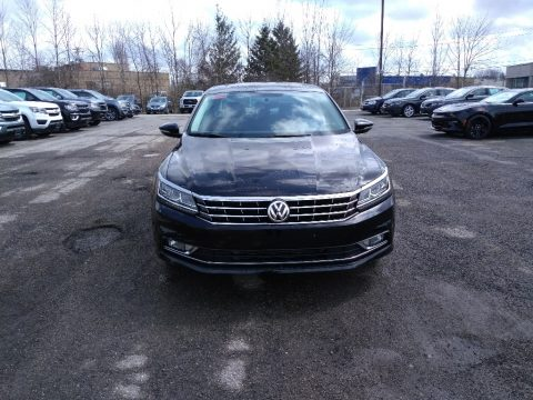 Deep Black Pearl Volkswagen Passat SE.  Click to enlarge.