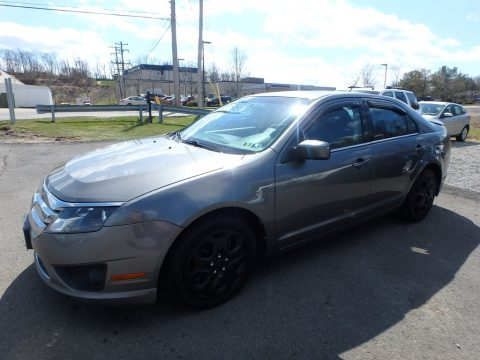Sterling Grey Metallic Ford Fusion SE.  Click to enlarge.