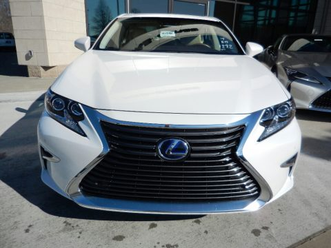 Eminent White Pearl Lexus ES 300h.  Click to enlarge.