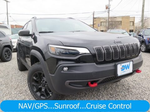 Diamond Black Crystal Pearl Jeep Cherokee Trailhawk 4x4.  Click to enlarge.