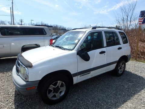 White Chevrolet Tracker 4WD Hard Top.  Click to enlarge.