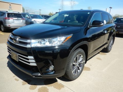 Midnight Black Metallic Toyota Highlander XLE AWD.  Click to enlarge.