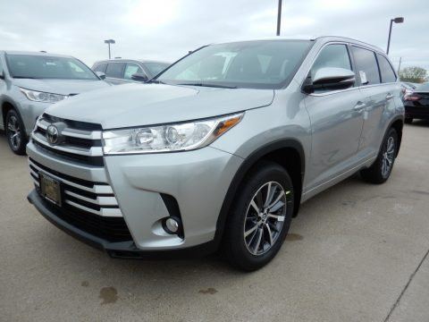 Celestial Silver Metallic Toyota Highlander XLE AWD.  Click to enlarge.