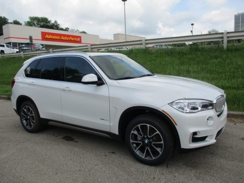 Mineral White Metallic BMW X5 xDrive35i.  Click to enlarge.