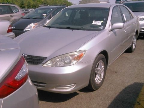 Lunar Mist Metallic Toyota Camry XLE.  Click to enlarge.