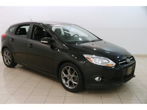 Tuxedo Black Ford Focus SE Hatchback.  Click to enlarge.