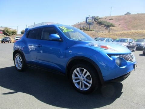 Electric Blue Nissan Juke SV.  Click to enlarge.