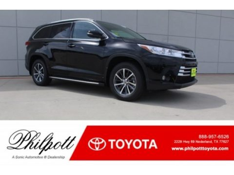 Midnight Black Metallic Toyota Highlander XLE.  Click to enlarge.