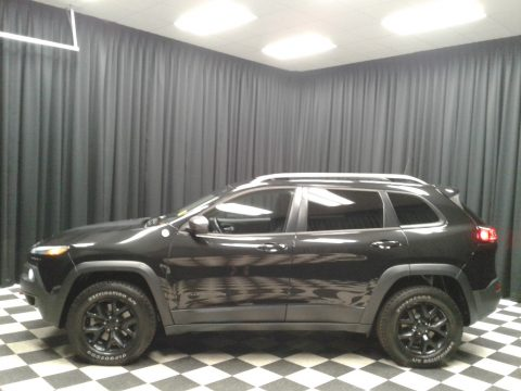 Brilliant Black Crystal Pearl Jeep Cherokee Trailhawk 4x4.  Click to enlarge.