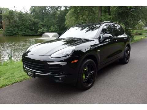 Black Porsche Cayenne S E-Hybrid.  Click to enlarge.