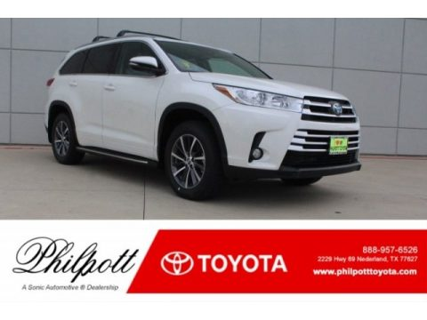 Blizzard White Pearl Toyota Highlander XLE.  Click to enlarge.