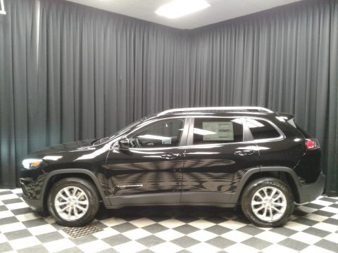 Diamond Black Crystal Pearl Jeep Cherokee Latitude.  Click to enlarge.