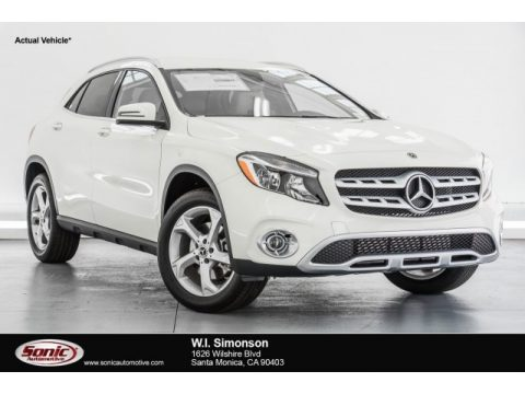 Cirrus White Mercedes-Benz GLA 250.  Click to enlarge.