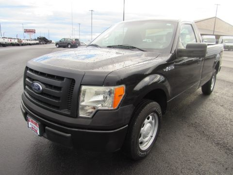 Tuxedo Black Ford F150 XL Regular Cab.  Click to enlarge.
