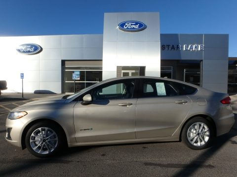 White Gold Ford Fusion Hybrid SE.  Click to enlarge.